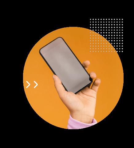 Mão segurando o celular